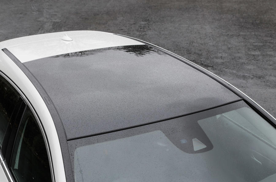 Infiniti Q30 panoramic sunroof