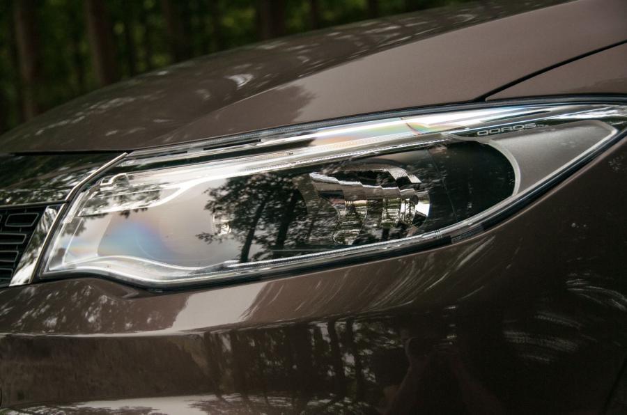 Qoros 3 headlight