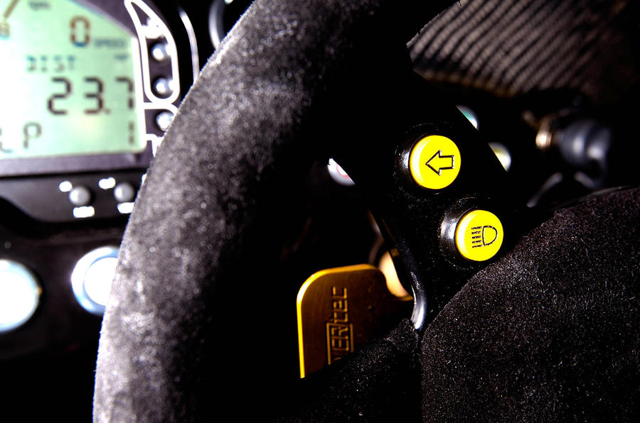 Radical SR3 detachable steering wheel