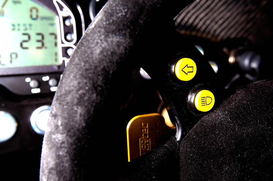 Radical SR3 detachable steering wheel