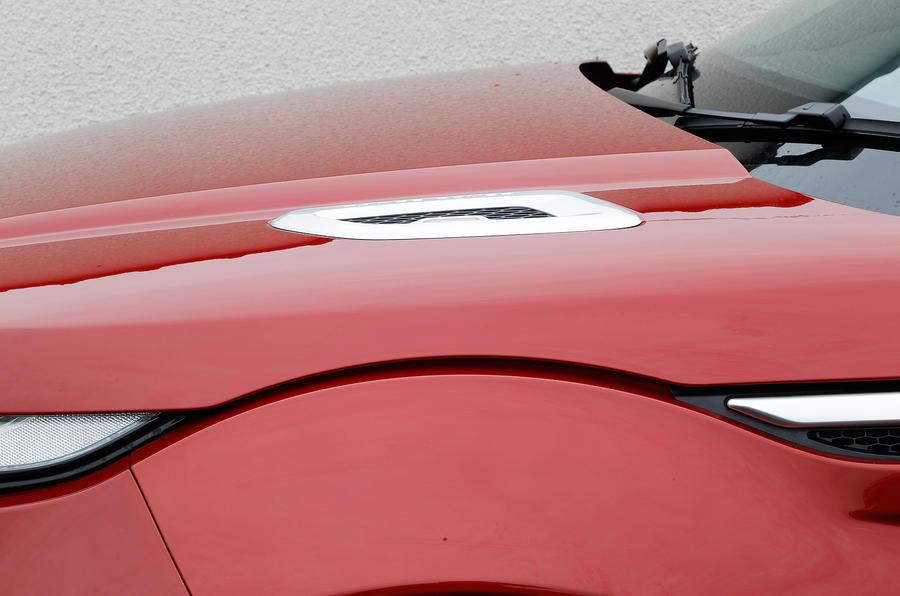 Range Rover Evoque bonnet vent