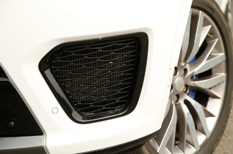 Range Rover SVR front air intake