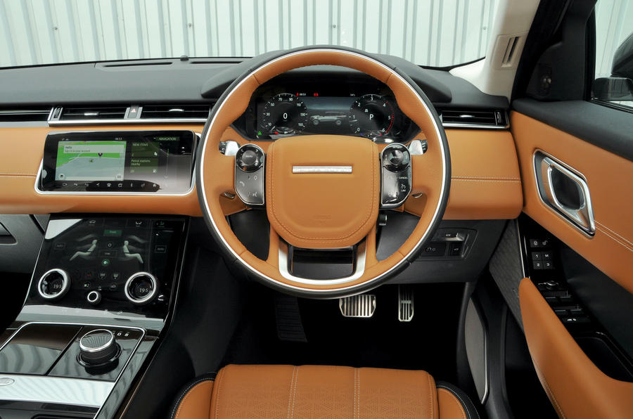 Range rover velar 2017 photos prices the range rover for Interno velar