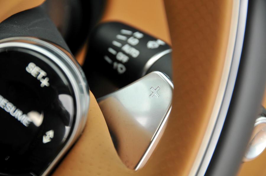 Range Rover Velar paddle shifter