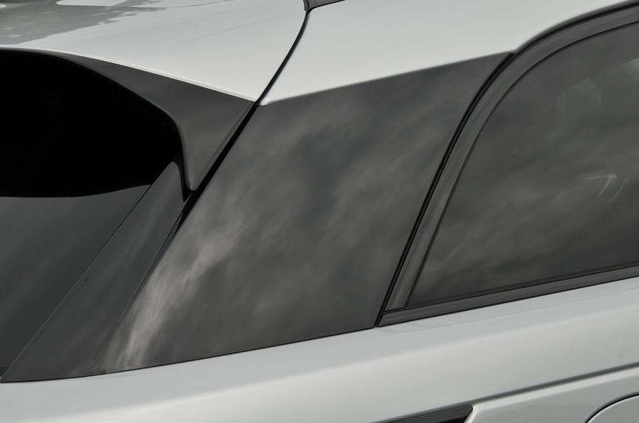 Range Rover Velar tapered roof line