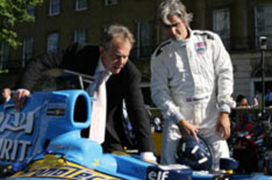 Renault brings F1 to Downing Street