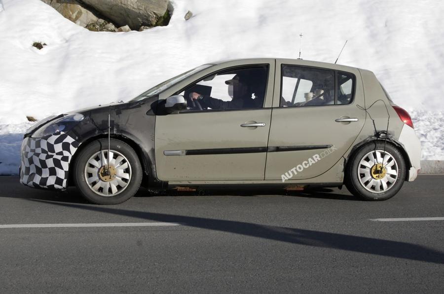 Fourth-gen Clio spied testing