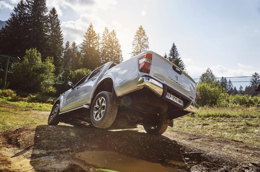 Renault Alaskan rear axle articulation