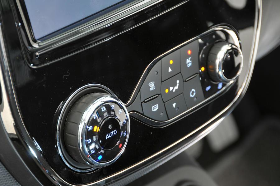 Renault Captur climate controls