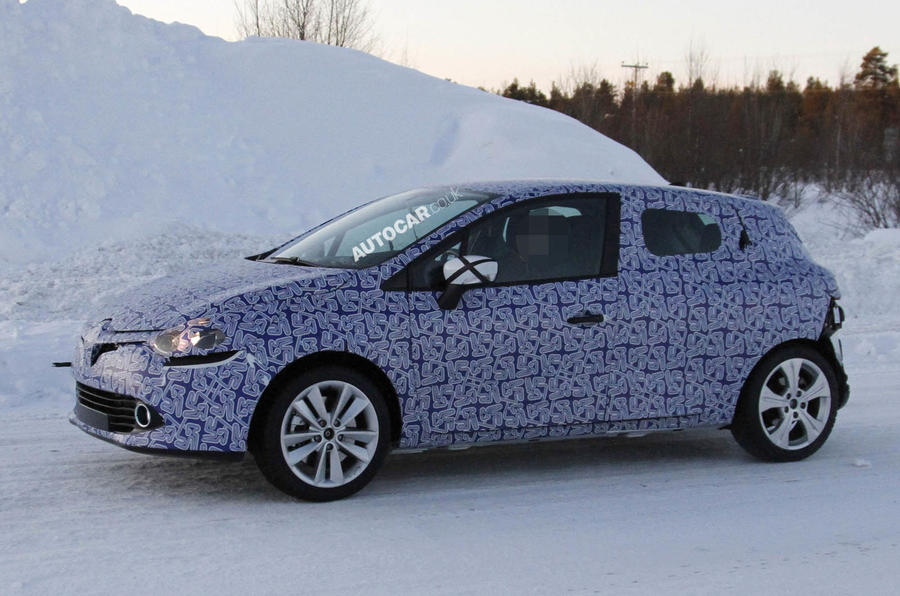 New Renault Clio spied testing