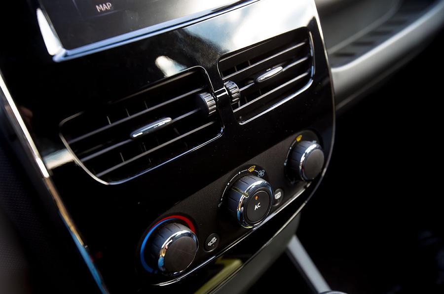 Renault Clio centre console