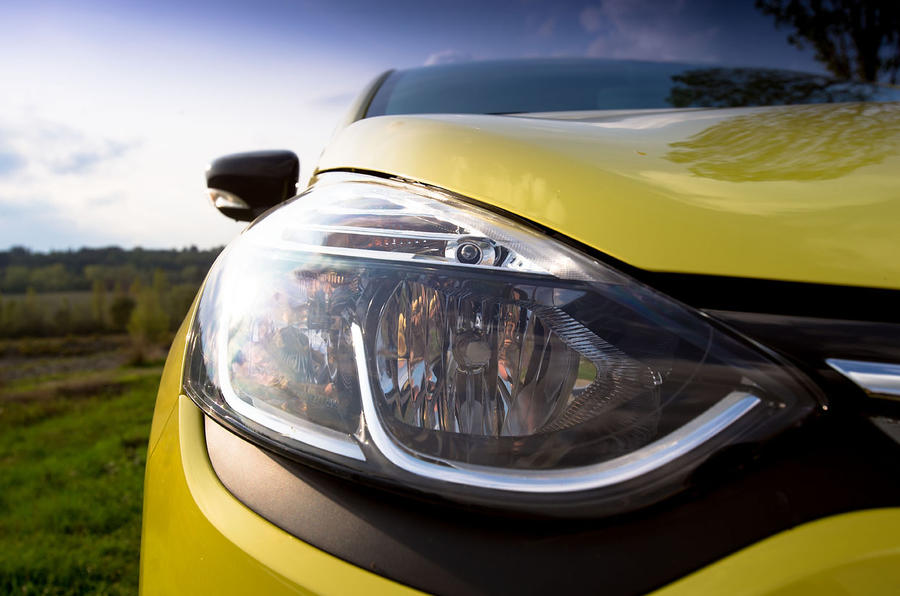 Renault Clio headlights