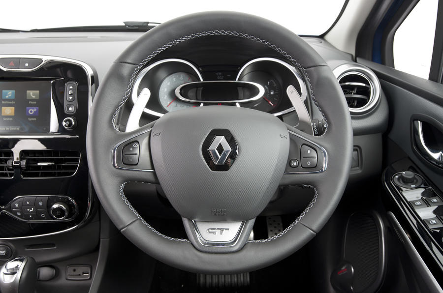 Renault clio gt line 120 first drive for Interieur clio 4