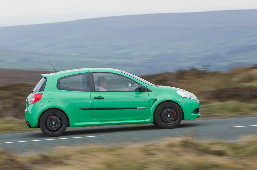 Renault Clio RS side profile