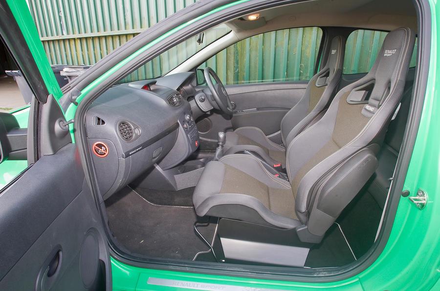 Renault Clio Renaultsport 2006 2012 Interior Autocar