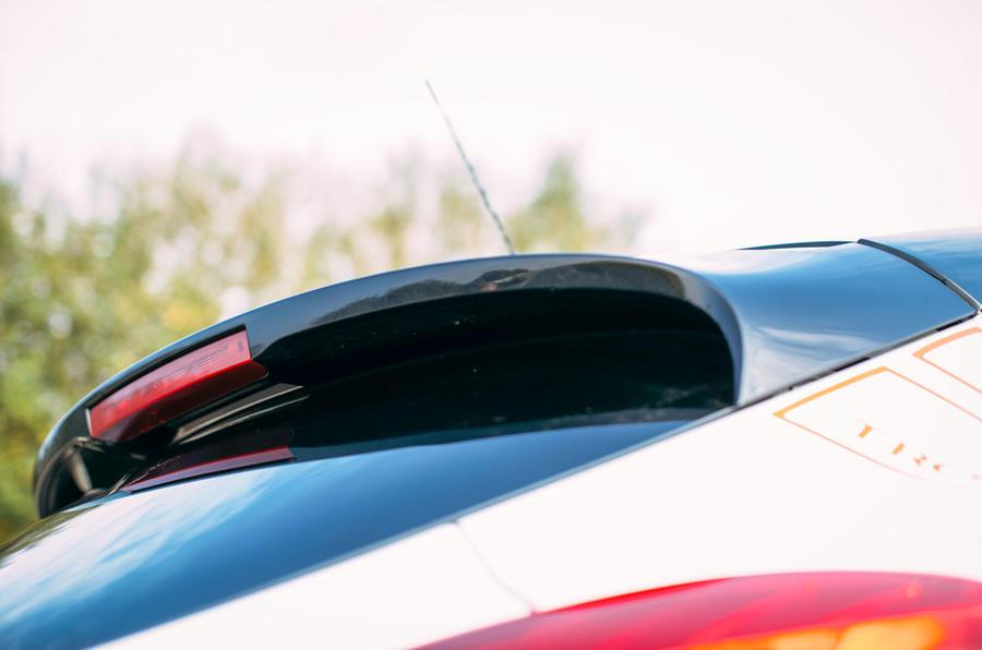 Megane RS275 Trophy-R roof spoiler