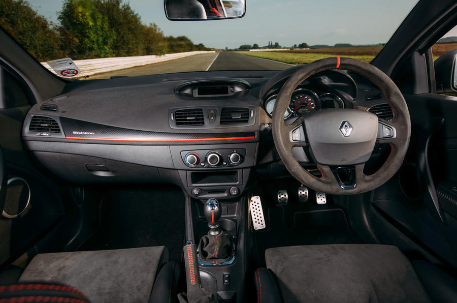 Renault Megane RS275 Trophy-R dashboard