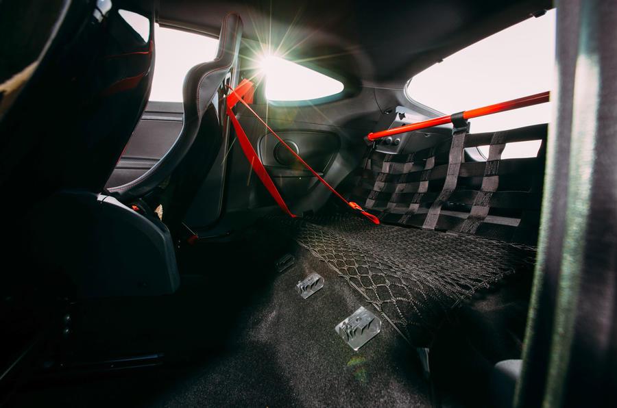 Megane RS275 Trophy-R rear space