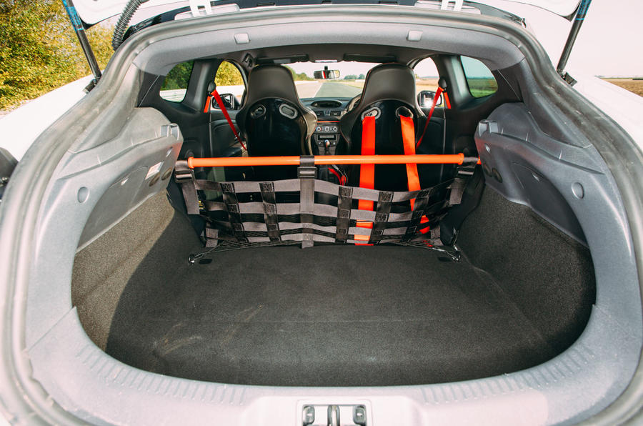 Megane RS275 Trophy-R boot space