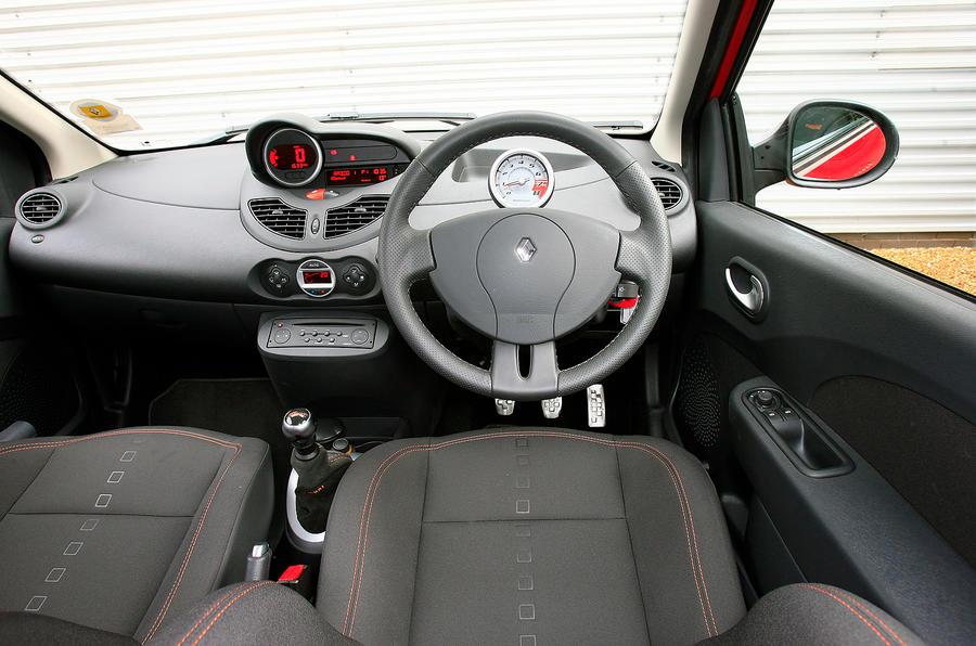 Renault Twingo RS133 dashboard