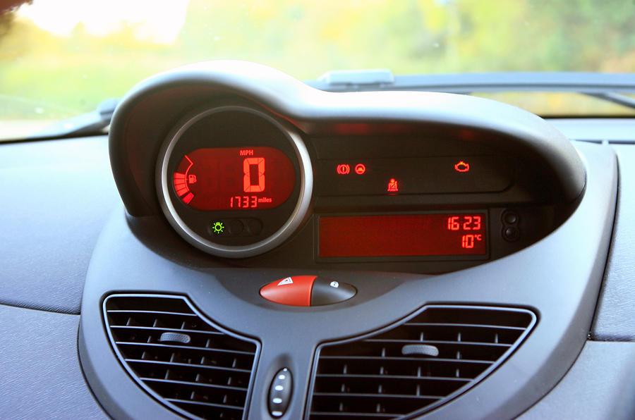 Renault Twingo Renaultsport instrument cluster