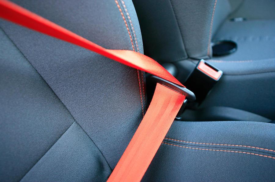 Renault Twingo RS orange seatbelts
