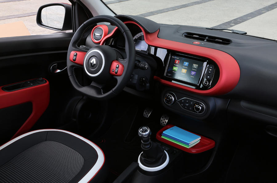 Renault twingo tce 90 dynamique first drive for Twingo 3 interieur