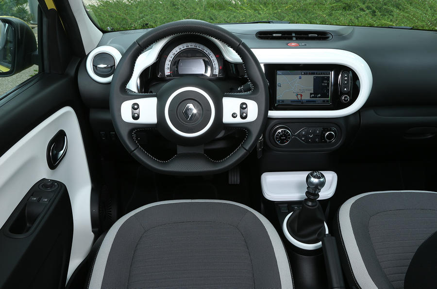 Renault Twingo TCe 90 dashboard