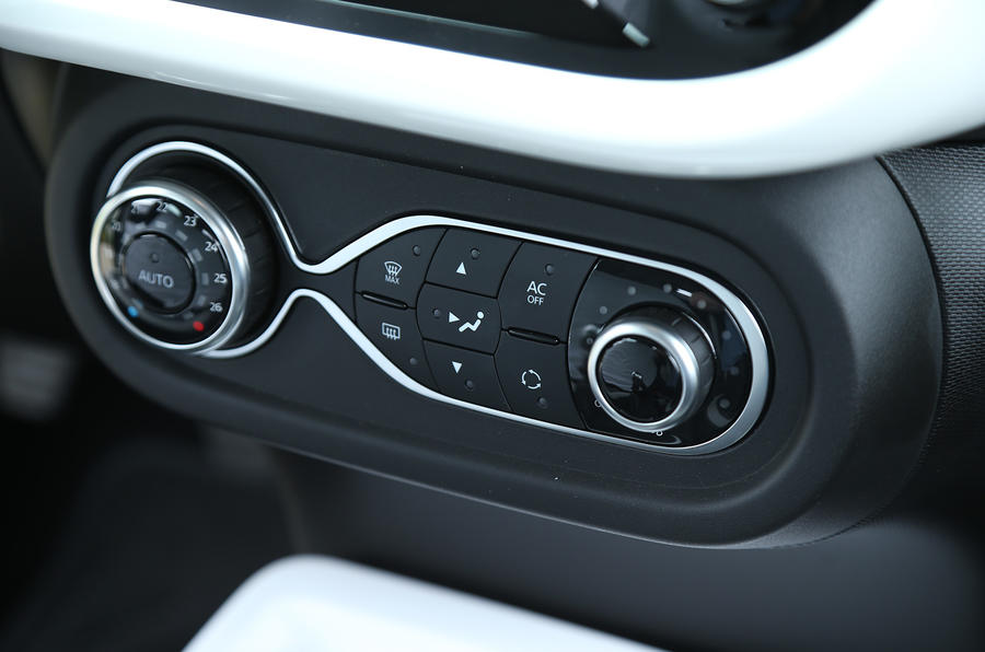 Renault Twingo TCe 90 climate controls
