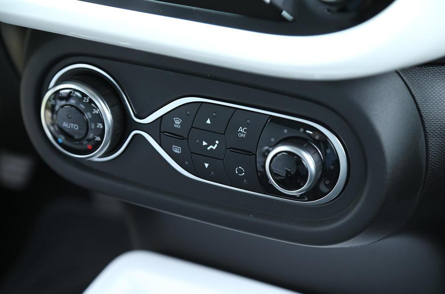 Renault Twingo TCe 90 climate controls