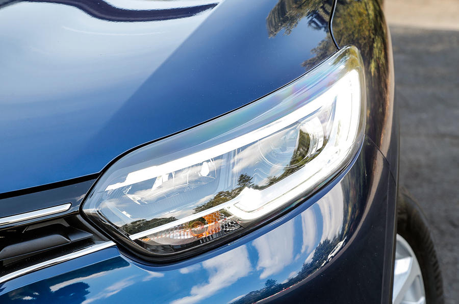 Renault Kadjar signature headlights