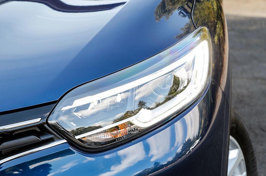 Renault Kadjar signature headlights