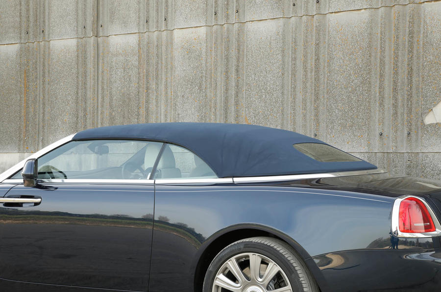Rolls-Royce Dawn roof closed