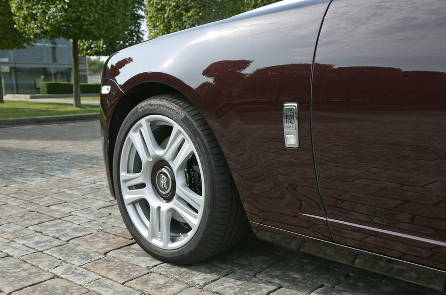 Rolls-Royce Ghost front wing