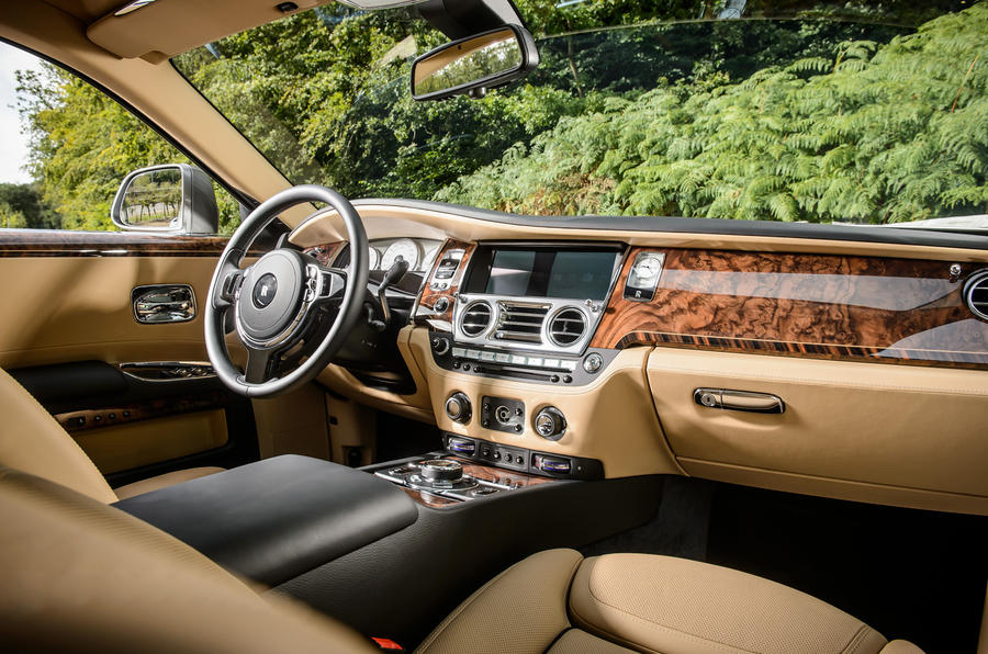 Rolls royce ghost review 2018 autocar for Interieur rolls royce
