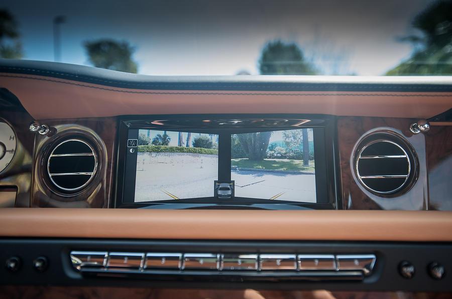Rolls-Royce Phantom EWB infotainment