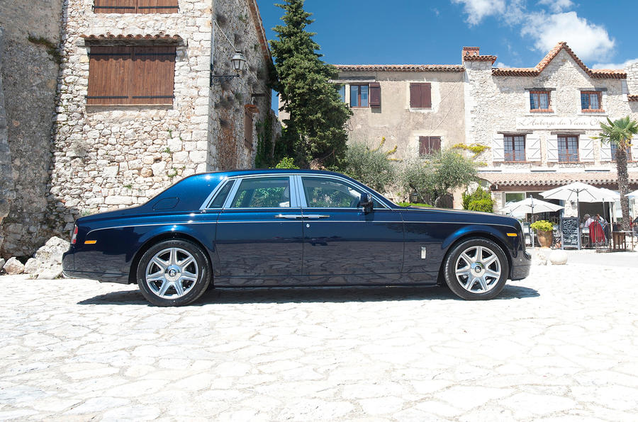 Rolls-Royce Phantom side profile