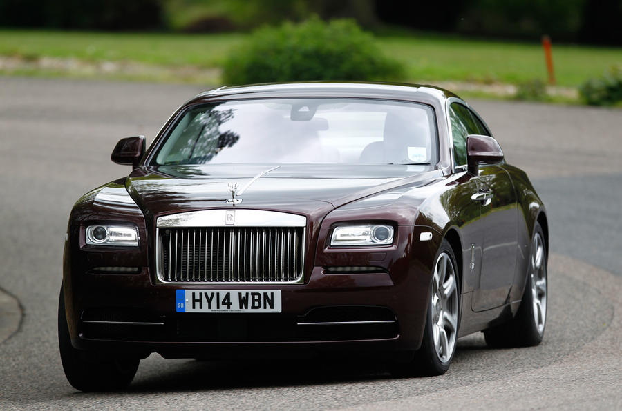 ...while the Rolls-Royce Wraith's rear attempts dutifully to follow...