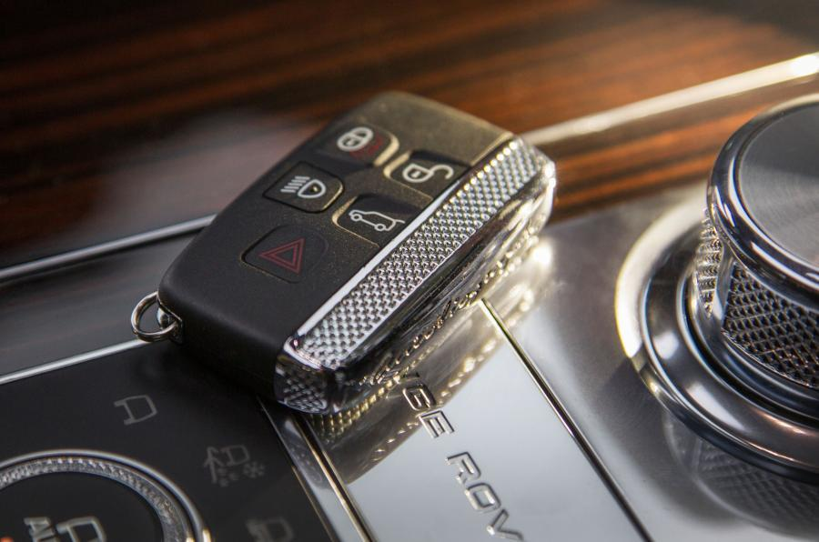 Range Rover SVAutobiography keyless start