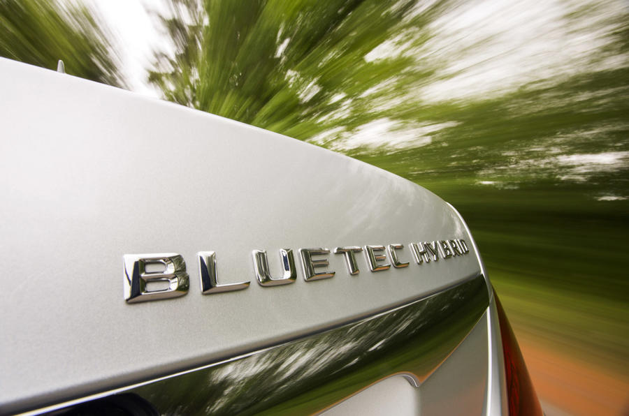 Mercedes-Benz S 300 BlueTEC Hybrid badging