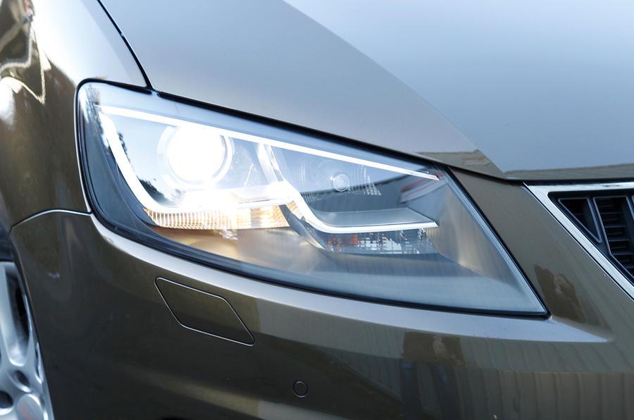 Seat Alhambra headlight