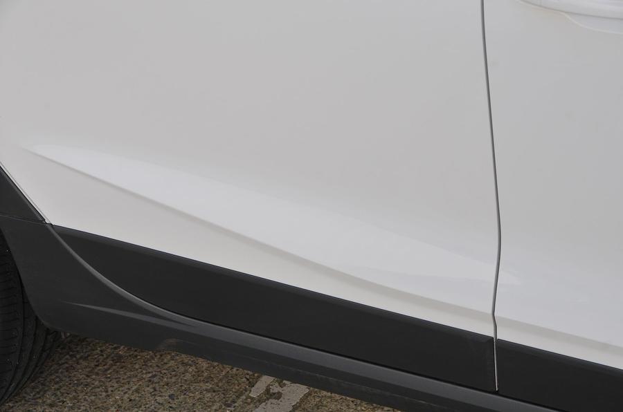Seat Arona creased door panel
