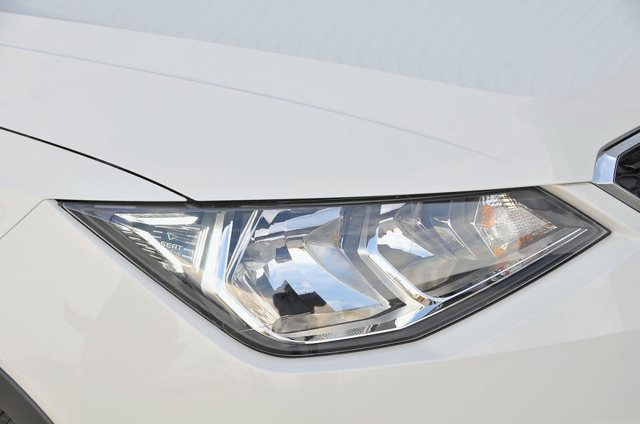 Seat Arona headlights