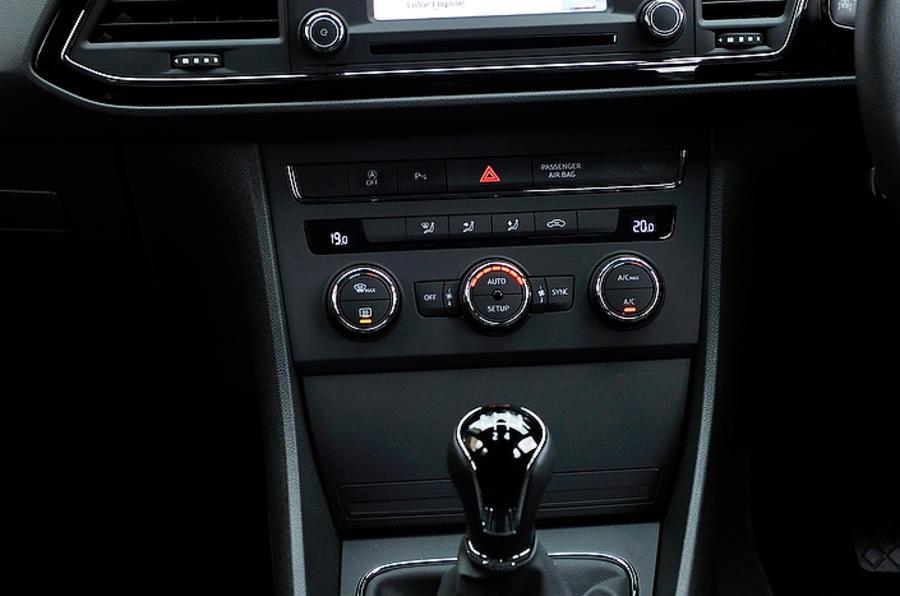 Seat Leon centre console