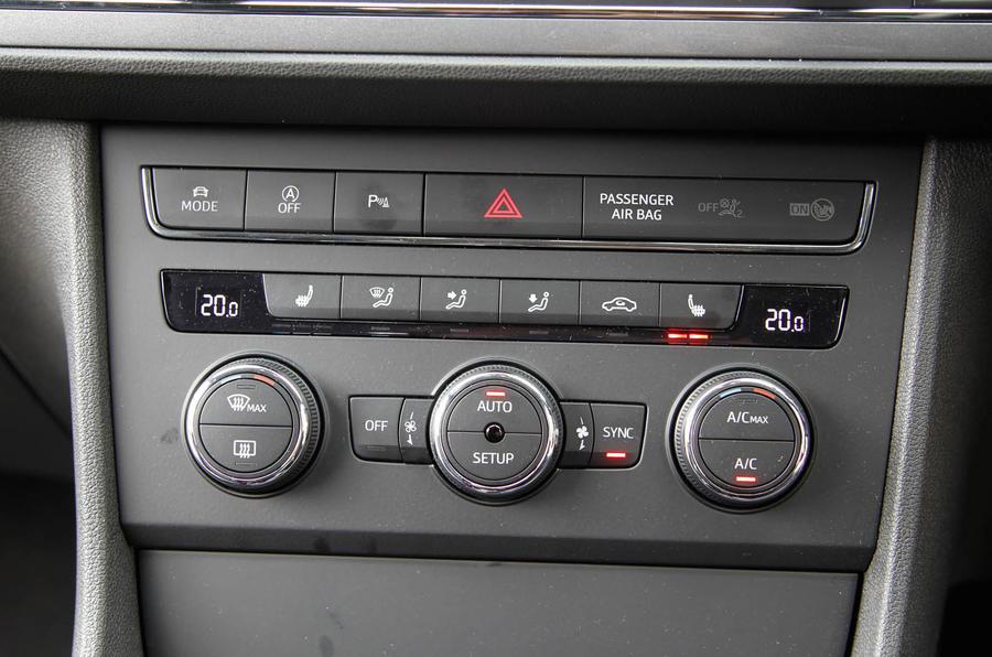 Seat Leon SC centre console