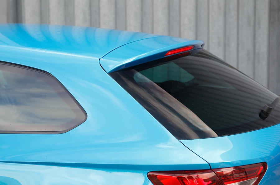 Seat Leon SC raked rear window