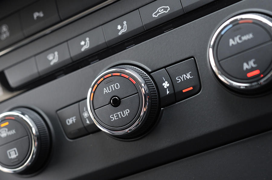 Seat Leon SC climate controls