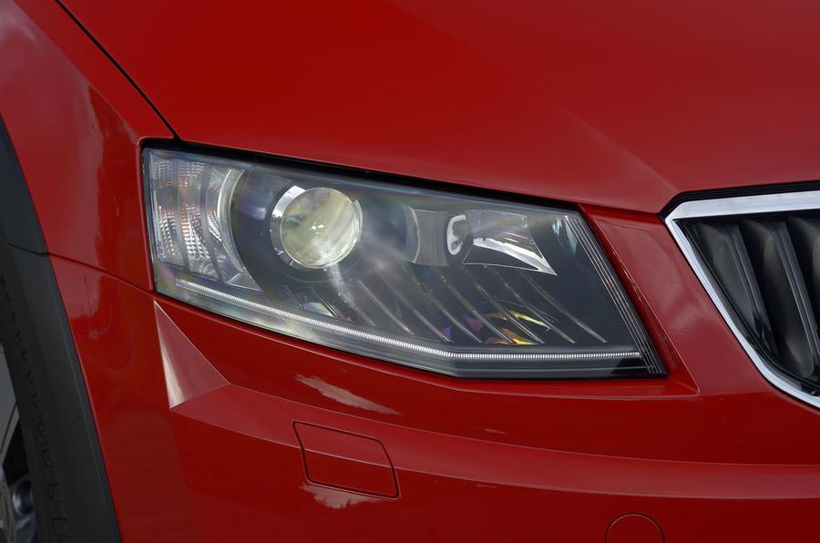 Skoda Octavia Scout bi-xenon headlights