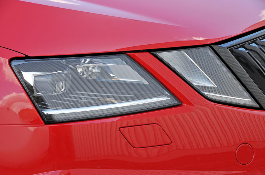 Skoda Octavia vRS 245 LED headlights