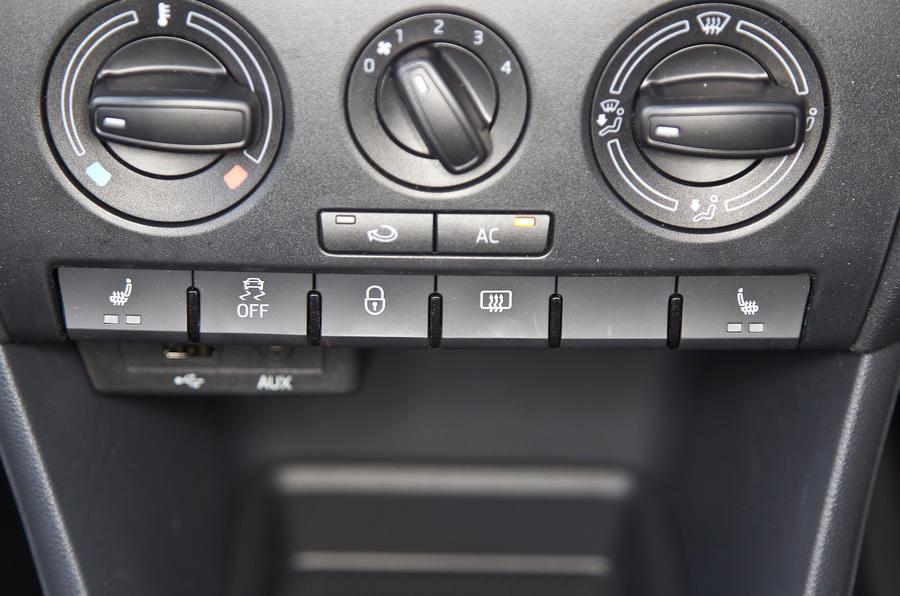Skoda Rapid centre console